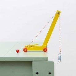 Ikonic Toys Yellow Crane Floris Hovers - sfeer